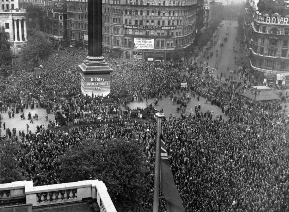 ve-day-trafalgar-square.jpg