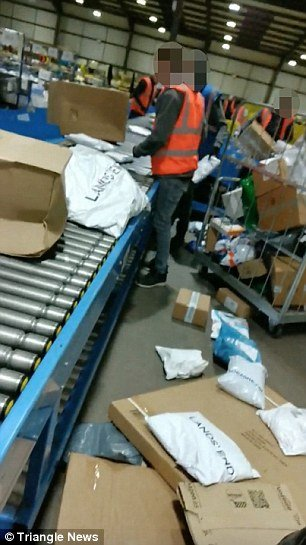 4E81E11700000578-5981591-The_staff_can_even_be_seen_running_over_the_parcels_with_trolley-a-1_1532387339157.jpg